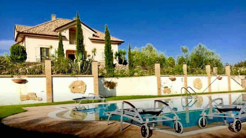 Bella VILLA LUXURY BEDS.Summerswim!