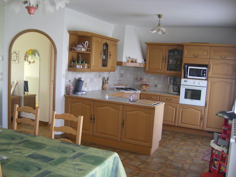 Salle, salon, cuisine (Nous avons refait la décor depuis les photos)