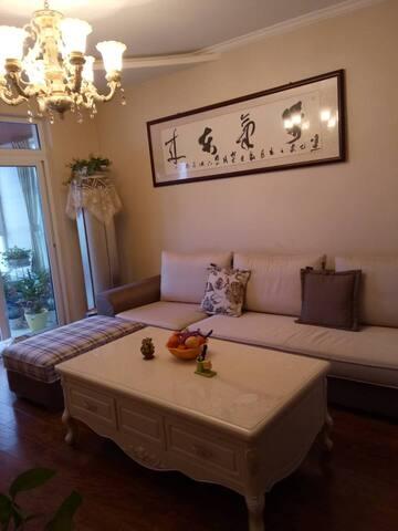 东方韵—温馨舒适的简欧风是这个108平两居室的特色,田园风带着一丝小清新。(仅接待同性,不接待情侣)