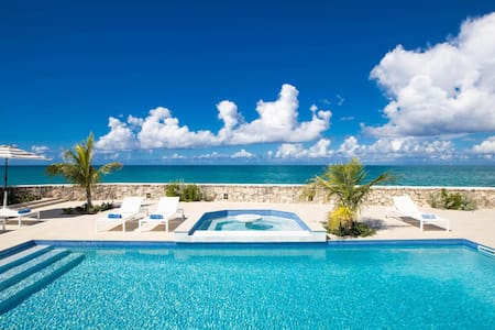 Beachfront Bliss, Pool, AC, Free Wifi, Concierge, Exclusive Terres Basses Location