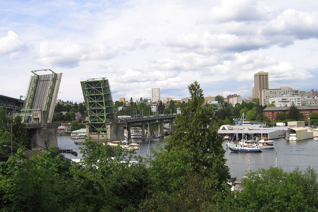 Watch the boats go by and the University Bridge go up.....from your deck!