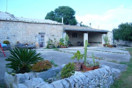 Casa Zinnafondo Ragusa - Sicilian countryside - Ragusa