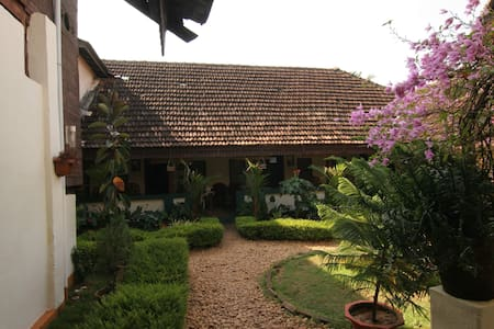 Non A/c garden view room in a Heritage Home - Alappuzha - Bed & Breakfast