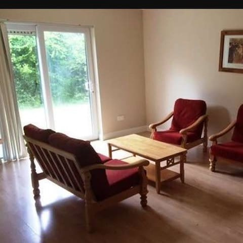 Clean and quiet double room - Galway