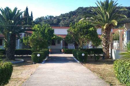 Thanos' rooms (no6), close to Arillas beach, Corfu