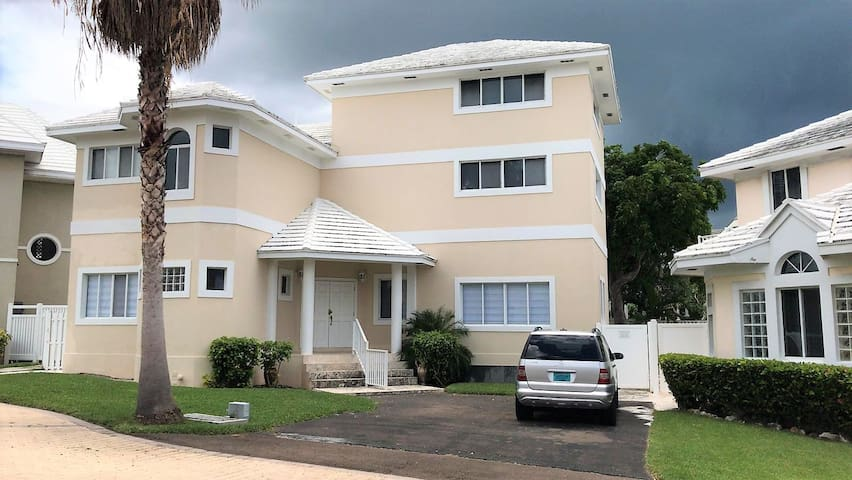 Newly Renovated Luxury Home on Paradise Island Dr
