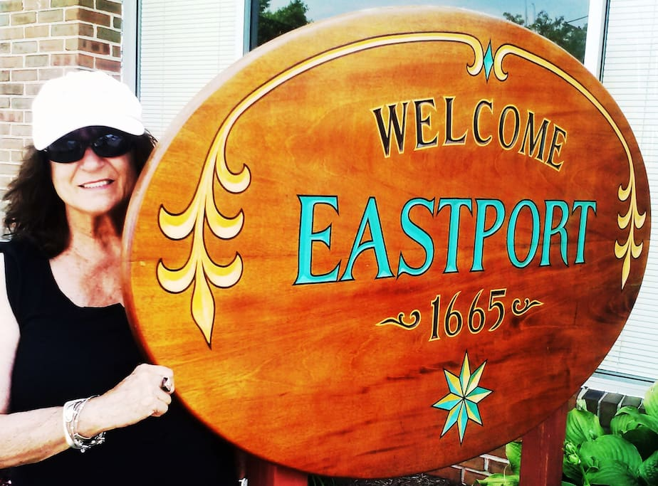 Eastport has restaurant row, a tapas wine bar cafe, museums & is walk-able to downtown.  Water taxi service, too.