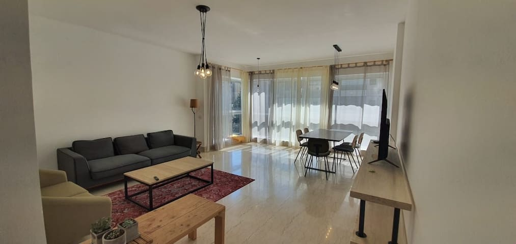 Modern flat in Sodeco with unobstructed views.
