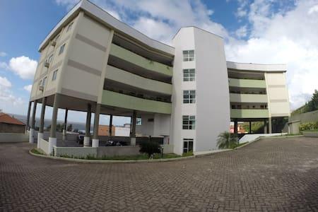 Apartamento na Av Litorânea