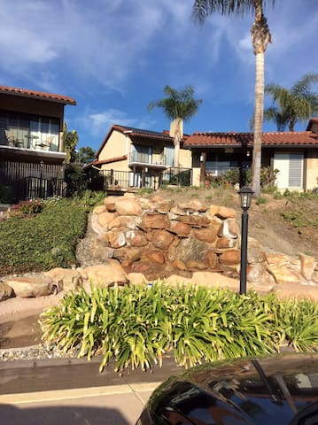 Carlsbad 2b/2.5ba close to beach & the Omni Resort