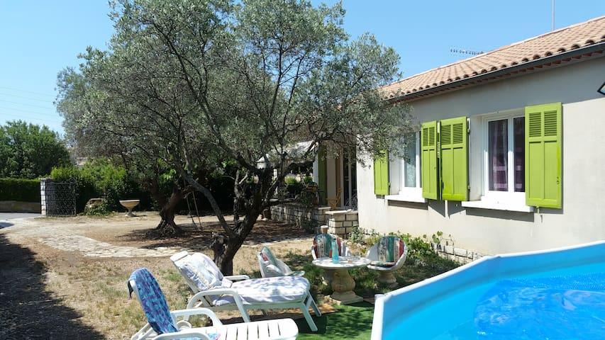 VALENSOLE Clos Saint-Jean  Villa 6 pers piscine