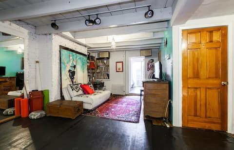 Bright Garden Room with Kitchenette