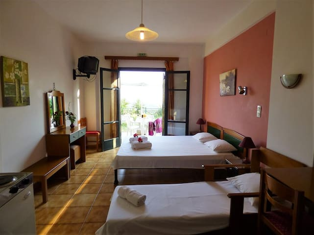 Sunset studio, with sea view, 3km from the beach