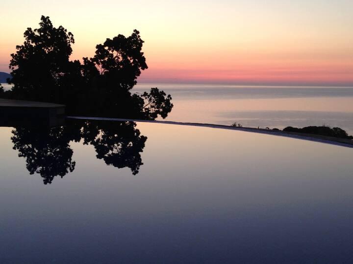 Cap Bénat (Var) : superbe villa avec piscine