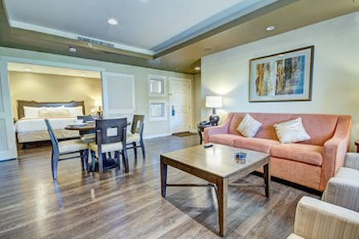 ORANGE TREE GOLF RESORT SCOTTSDALE-1 BEDROOM SUITE