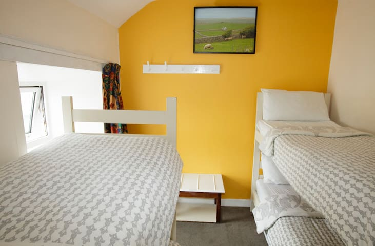 2a. Bunk and Breakfast - 3min from the Beach