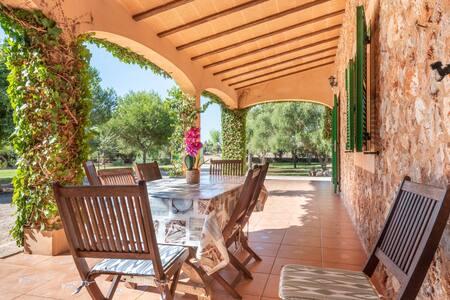 Gemütliches Ferienhaus Els Girasols mit Pool, Kamin, Terrasse und WLAN; Parkplätze vorhanden