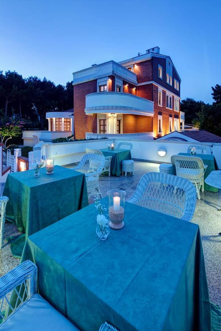 Mansion with 10 bedrooms in Pula, with wonderful sea view, terrace and WiFi - 200 m from the beach