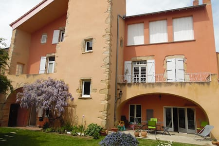 "Chambre ""haute"" - Saint-Germain-Lembron - Bed & Breakfast"