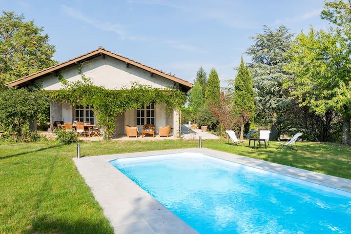 Studio au calme avec terrasse, jardin et piscine - Saint-Cyr-sur-le-Rhône - Huis