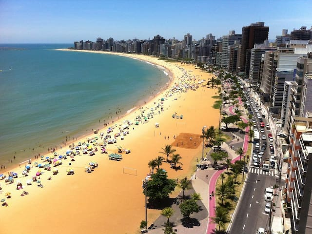 Apartamento  inteiro 750m(10min) da Praia da Costa