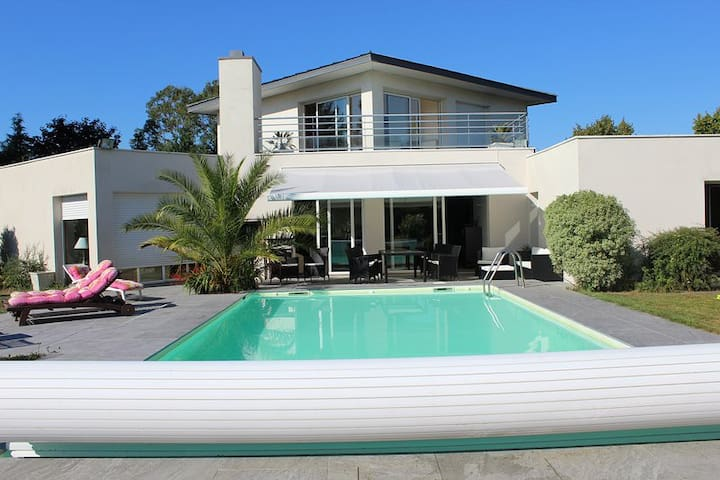 Villa avec piscine chauffée privée sur golf
