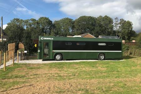 LLan-Y-Pwll Farm Glamping Bus
