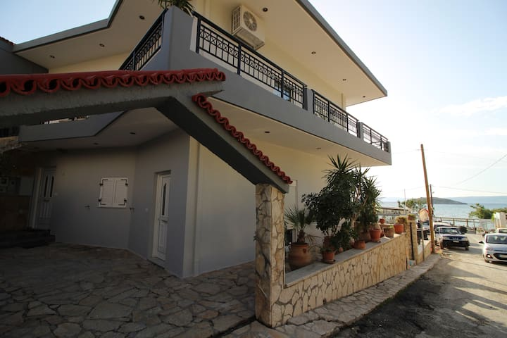 Elizabeth 1 -Three Bed Apartment 20m From Beach