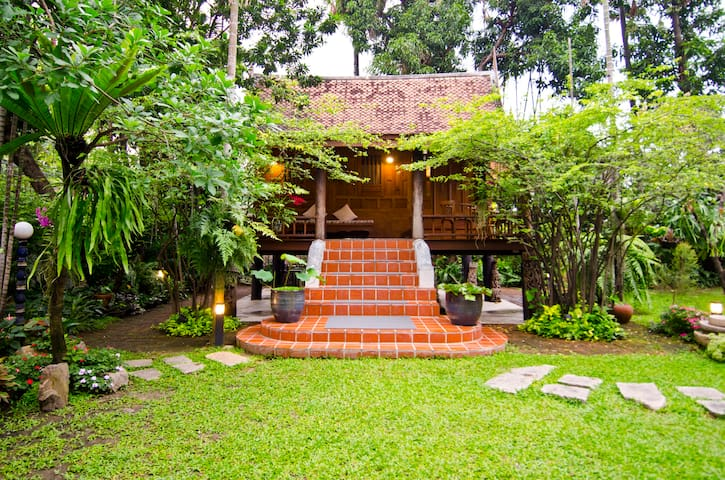 Cozy 1BR Thai-Style House | Big Garden | Dusit