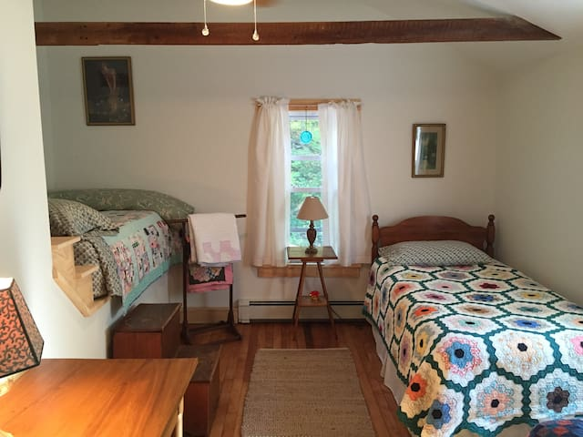the other side of the third bedroom.