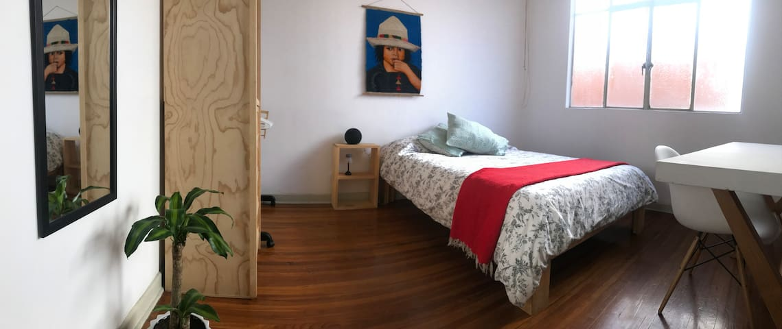 Sunny comfy room in Condesa!