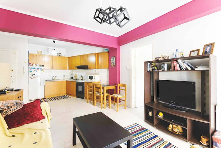 Central renovated apartment minutes away from DT.