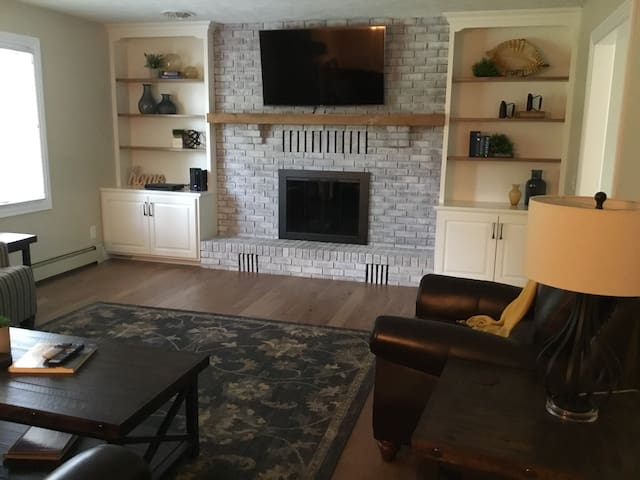 Love this feature wall with bookcases and Smart TV.  The fireplace isn't set up for use at this time.