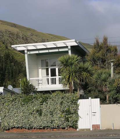 Modernist Beach House - Christchurch - House