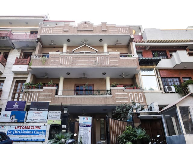 OYO -  Vibrant 1BR Home in GK - Flash Deal!