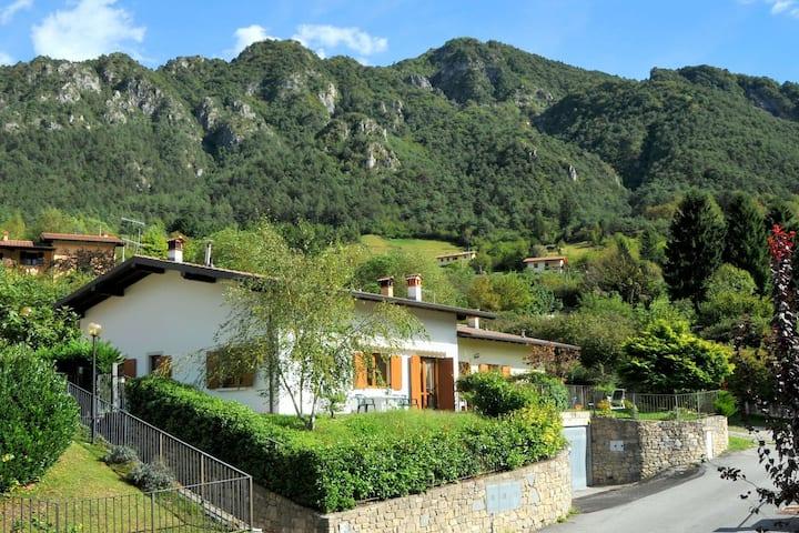 Modern vakantiehuis in Idro Lombardije nabij het Idromeer