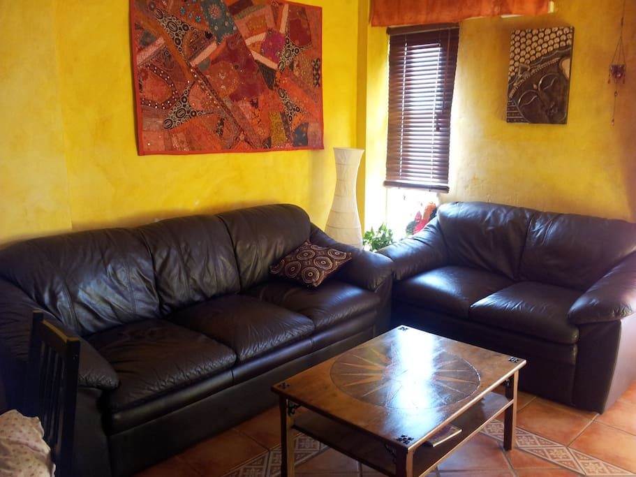 confortable comedor con smart TV