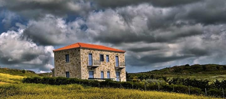 Stone house, Kaminia