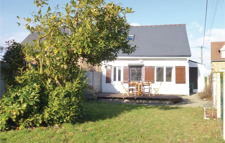 Holiday cottage with 2 bedrooms on 48m² in Moulines