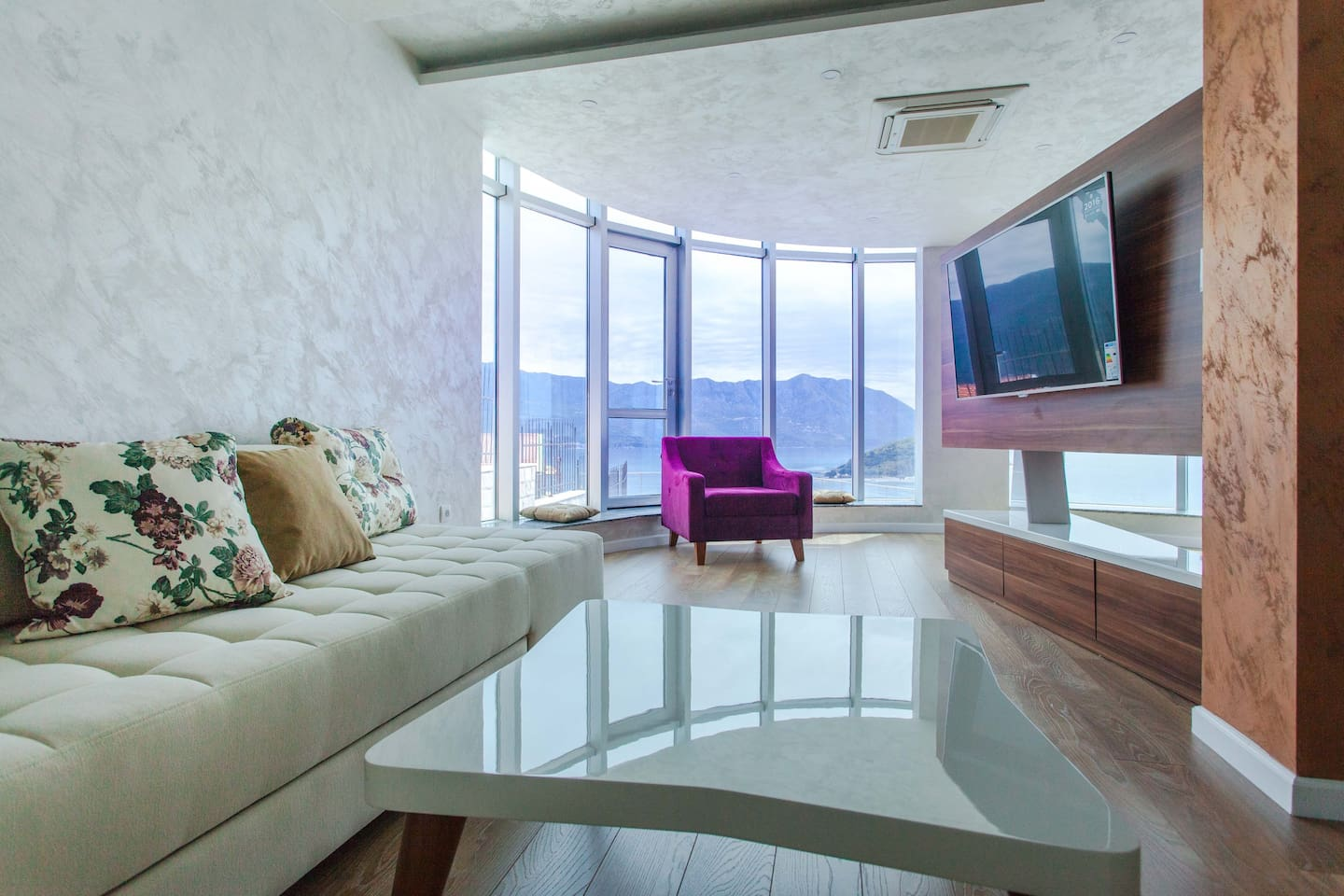 Panoramic windows and direct access to the swimming pool