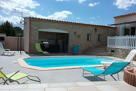 Villa climatisée 135m2 avec piscine  privée , wifi