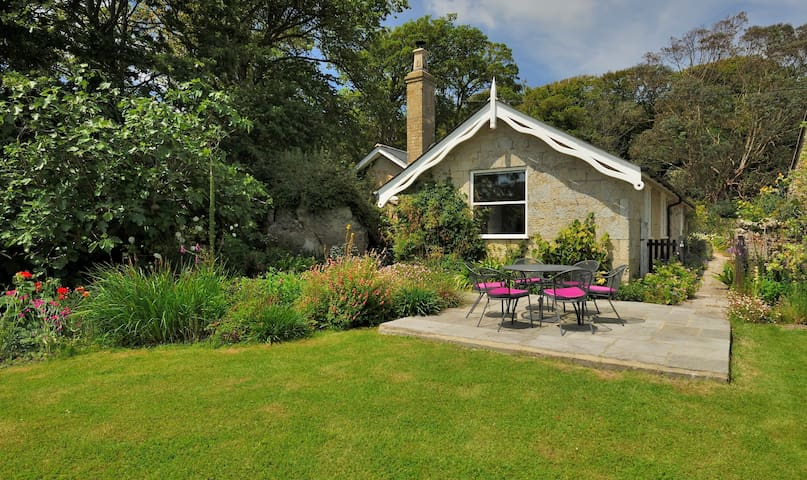 Lovely Coastal Detached Cottage - Niton