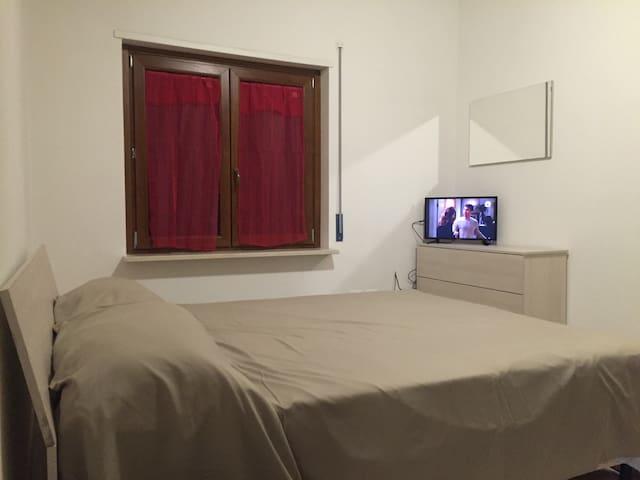 Camera privata in villa con bagno - Pescara - House