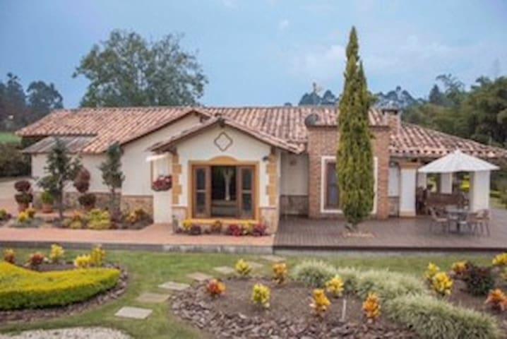 DULCE VIDA - LLANOGRANDE - Rionegro - House