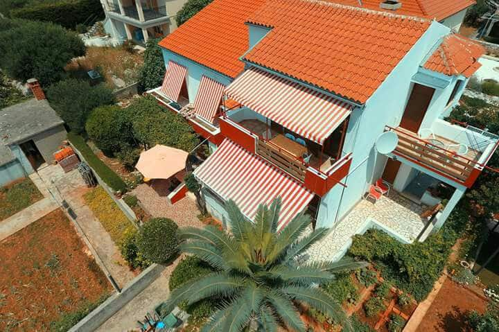 Apartman Zrinka by the sea ,