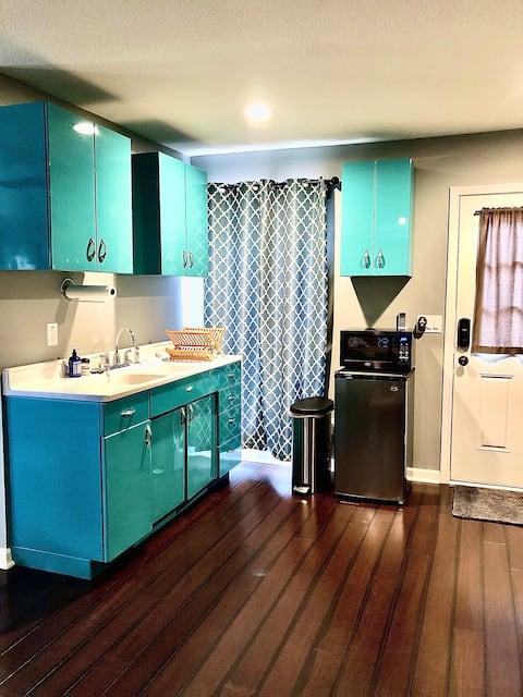 カンザスシティの中心街で暮らす小さな家
