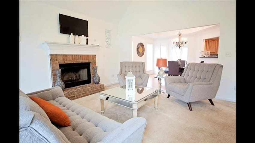 Beautiful furnished home in Peachtree City