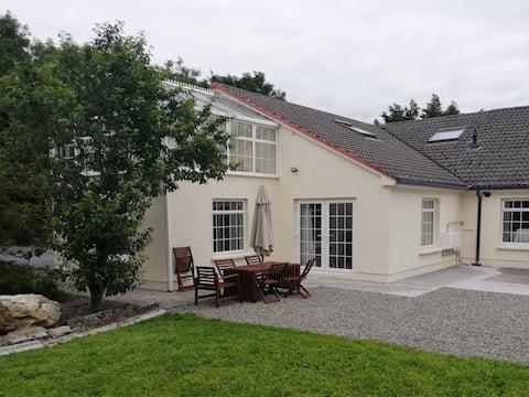 Spacious S/C lodge, large garden near Lough Corrib