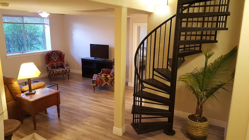 900 Sq Ft Suite With Private Entrance In Dtc Apartments For Rent In Englewood Colorado