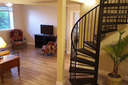 900 sq ft Suite with Private Entrance in DTC - Englewood - Condomínio